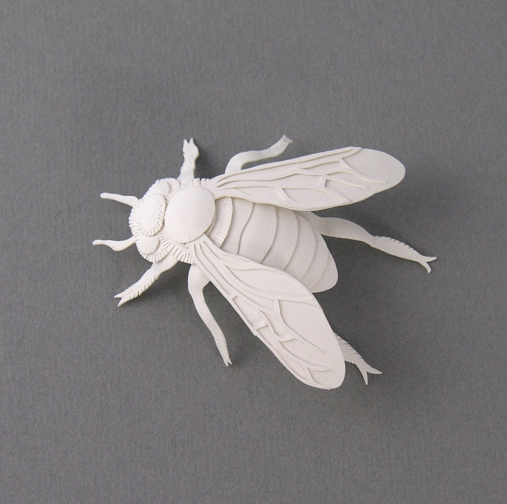 miniature-bee-paper-sculpture-by-elsa-mora
